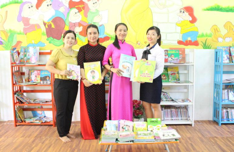 """Chương trình """"TỦ SÁCH CHO EM"""" tại trường TH Ngô Quyền"""