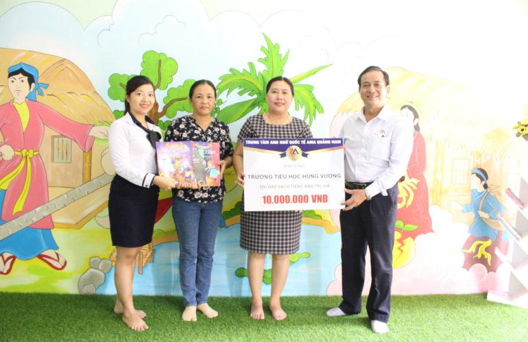 Chương trình TỦ SÁCH CHO EM tiếp tục cuộc hành trình đến ngôi trường thứ 5 – TH Hùng Vương