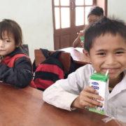 Học sinh miền núi Quảng Nam được uống sữa miễn phí